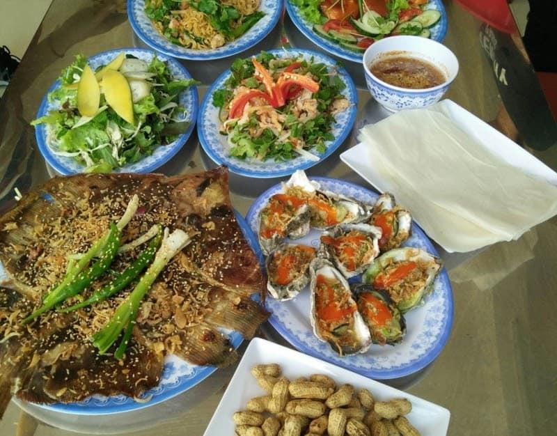 Giá cả của Năm Đảnh rất bình dân nhưng xứng đáng thuộc top hải sản Đà Nẵng ngon giá rẻ