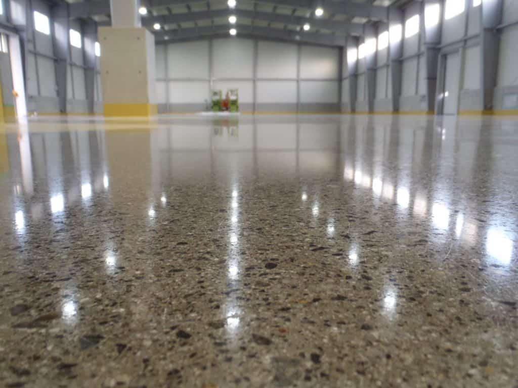 Diện tích sàn nhà ảnh hưởng lớn đến giá thi công  mài sàn bê tông