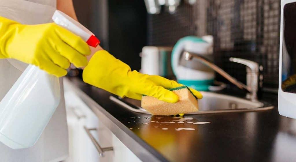Người làm vệ sinh nhà cửa cần chăm chút cho ngôi nhà khách