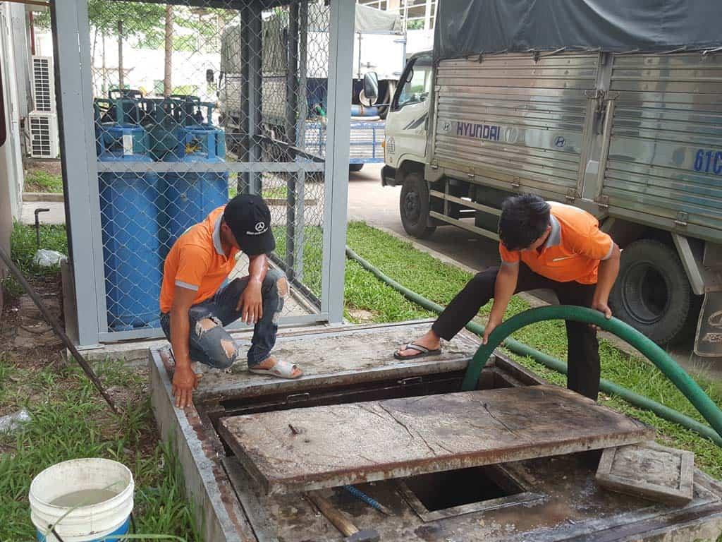 Hút hầm cầu là một trong những dịch vụ góp phần cải thiện chất lượng cuộc sống